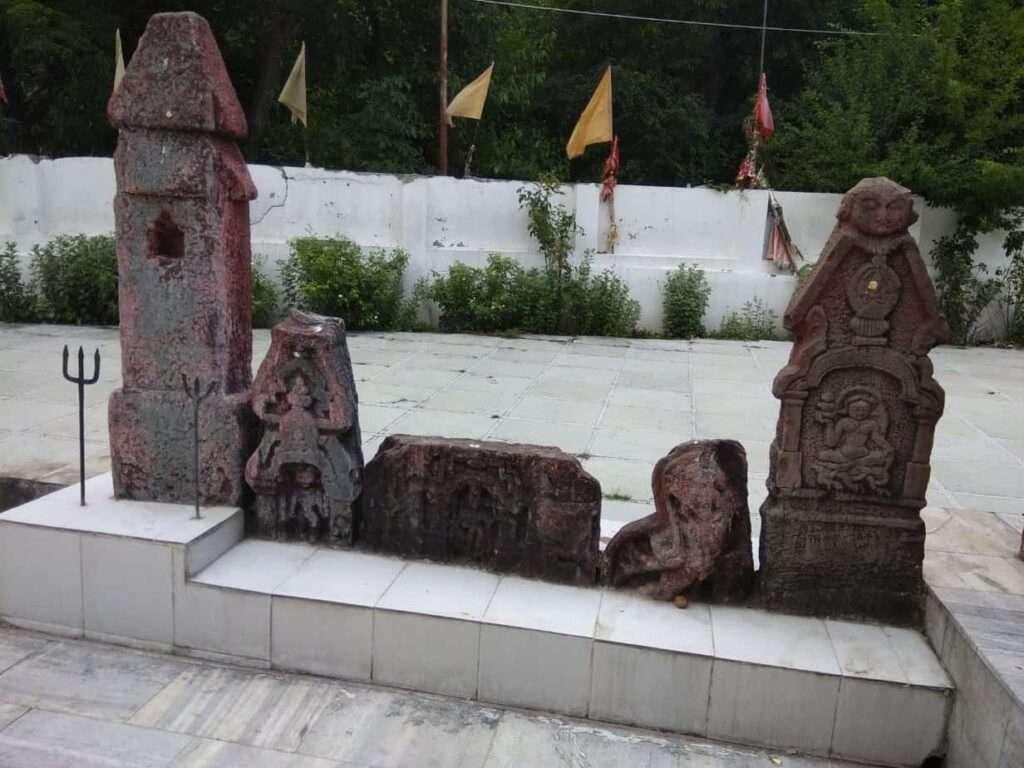 Ancient Hindu idols at Buddha Amarnath temple in Poonch